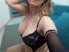 leona-sexy